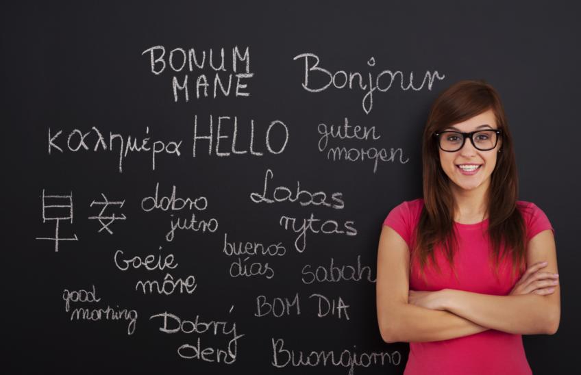 Multilinguismo - lavagna con saluti